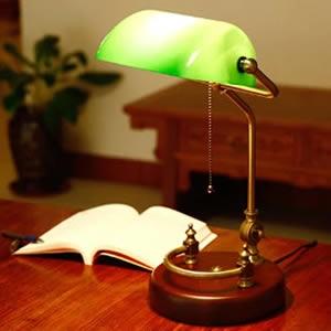Tafel en vloerlamp
